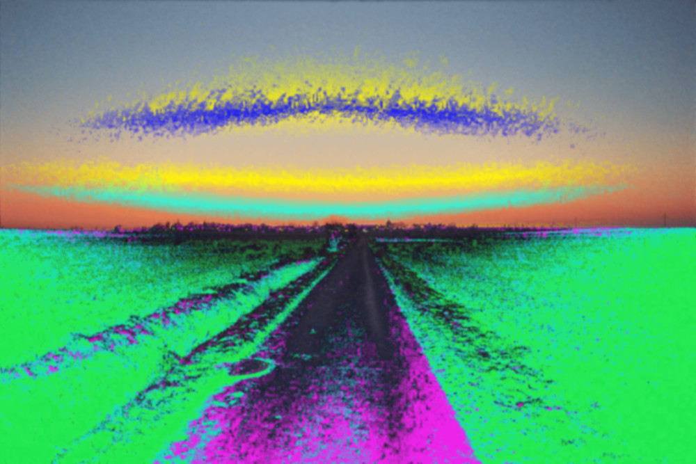 Das Bild zeigt eine Landschaft in unnatürlichen Farben, man sieht einen Feldweg und angedeutet ein Dorf