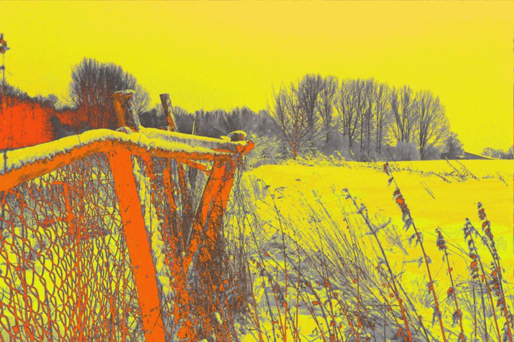 Das BIld zeigt eine Gelb/Orange eingefärbte Winterlandschaft