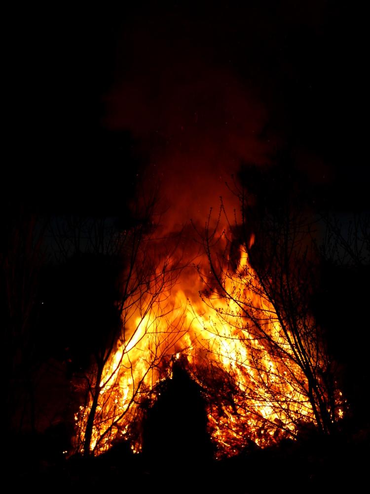 Das Osterfeuer in Winnigstedt (Das ganze Feuer)