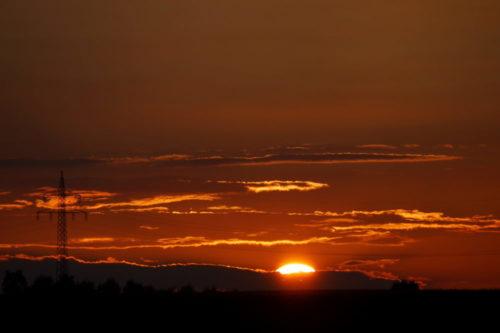 Kurz nach Sonnenuntergang, man sieht nur noch einen kleinen Rest der Sonnenscheibe...