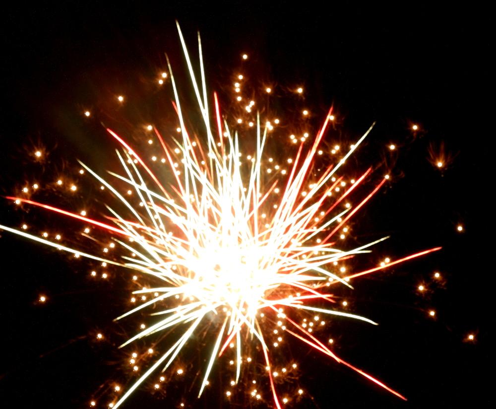Das Foto zeigt die Explosion einer Feuerwerks-Rakete