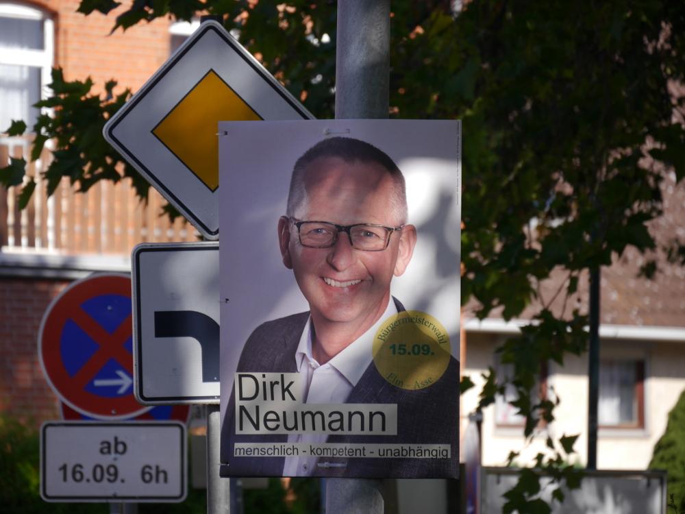 Das Foto zeigt ein Wahlplakt des Bürgermeister-Kandidaten Dirk Neumann