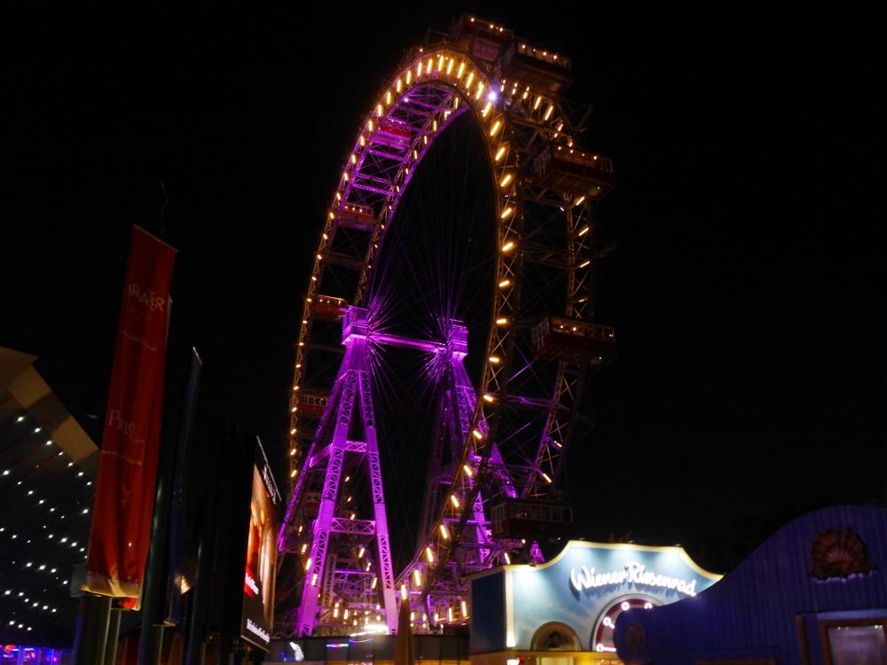 """Dasa Foto zeigt das bleuchtete """"Wiener Riesenrad"""", ein eher historisches Riesenrad"""