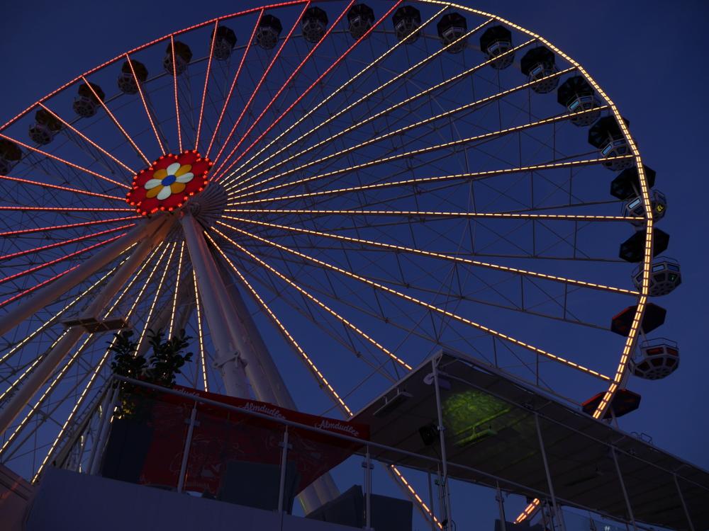 Dasa Foto zeigt ein beleuchtetes Riesenrad